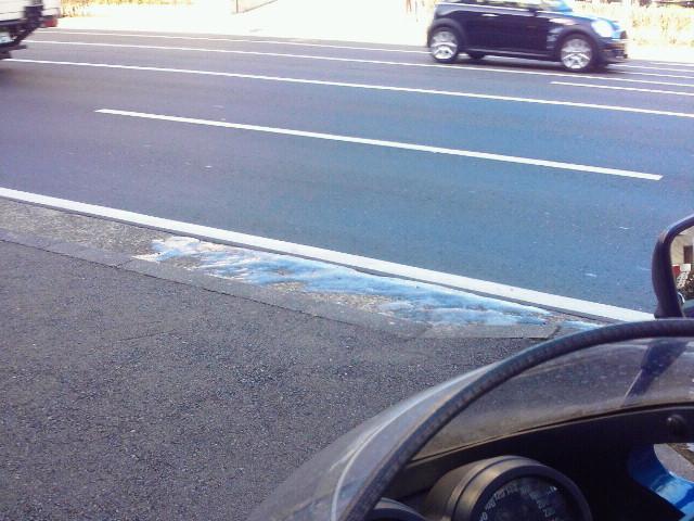 駐車場出入り口の路肩がツルっツル